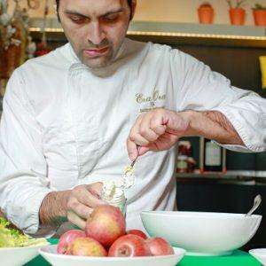 Pietro Parisi cuoco mentre prepara il boccaciello , al Pandenus di corso concordia