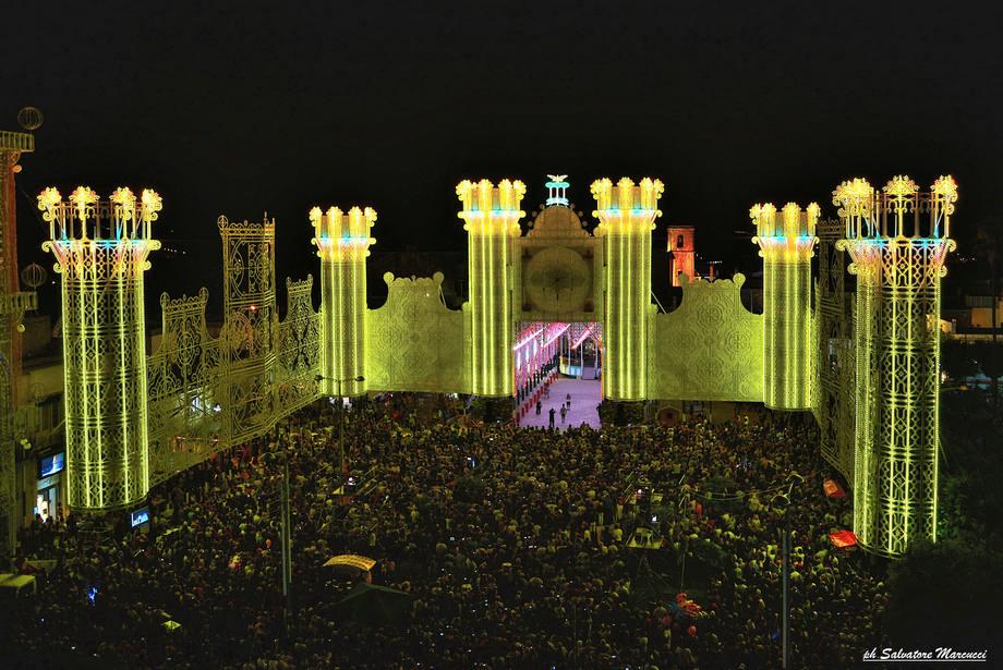 Spectacle des luminarie: Fête de Santa Domenica à Scorrano (Pouilles, Salento)