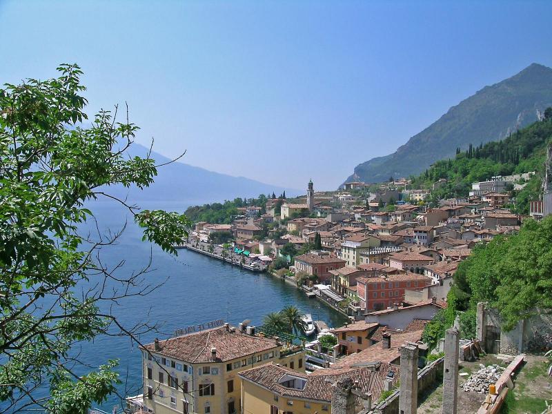 Lacs magasins itin raire panoramique et shopping de for Ville in italia