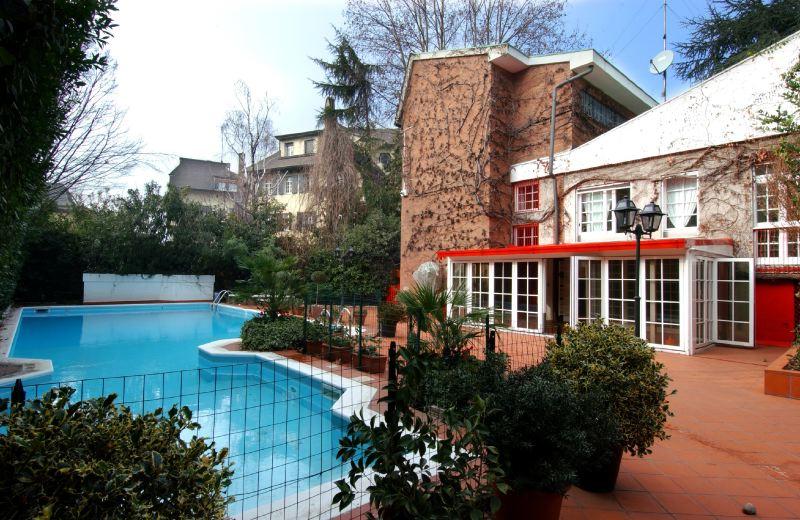 villa palatino villas milano en location ville in italia. Black Bedroom Furniture Sets. Home Design Ideas